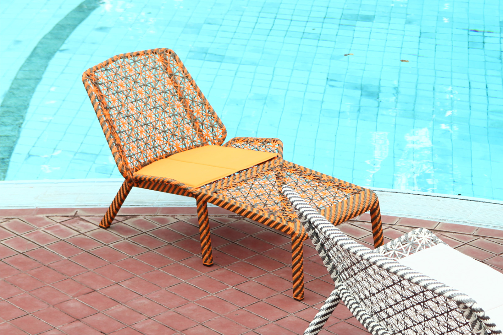 4L X Lounger Chaise